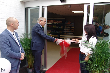 Visserman verricht opening Poolse supermarkt